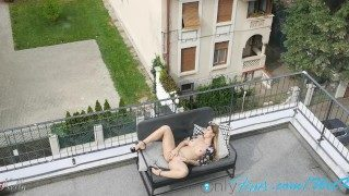My girl loves masturbating on her terrace. WetKelly